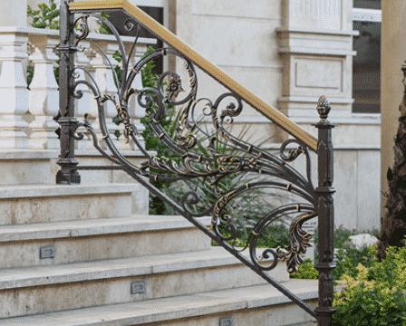 -چه عواملی می تواند بر قیمت گذاری نرده پله فرفوژه موثر باشند؟